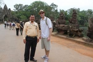 Con Samuth el guía